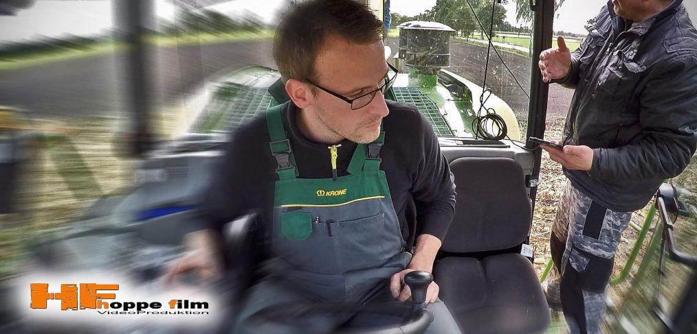 Feldeinsatz Hexler Krone BIG X in der Landwirtschaft. Auch hier durften wir das Krone-Team mit mehreren Kameras und unsere Flugdrohne filmisch begleiten.